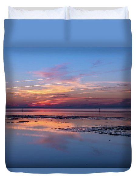 Duvet Cover featuring the photograph Draw The Line by Thierry Bouriat