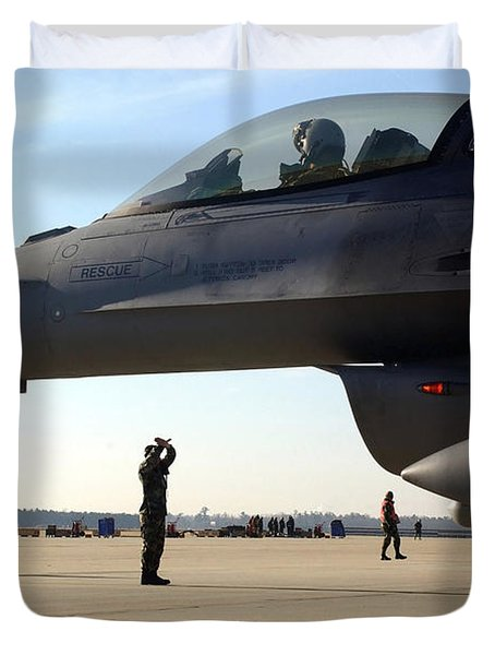 F-16 Fighting Falcons Parked Duvet Cover by Stocktrek Images