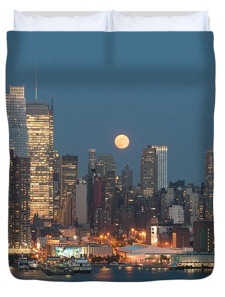 Full Moon Rising Over New York City I Duvet Cover by Clarence Holmes