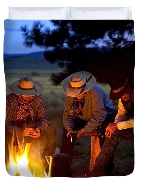 Group Of Cowboys Around A Campfire Duvet Cover by Richard Wear