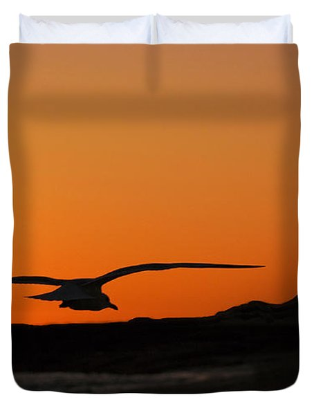 Gull At Sunset Duvet Cover by Dave Dilli