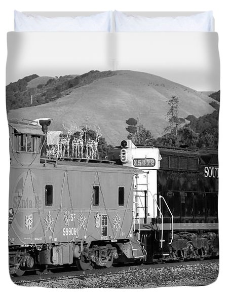 Historic Niles Trains in California . Southern Pacific Locomotive and Sante Fe Caboose.7D10843.bw Duvet Cover by Wingsdomain Art and Photography
