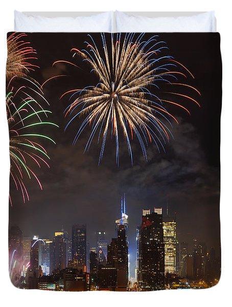 Hudson River Fireworks IV Duvet Cover by Clarence Holmes