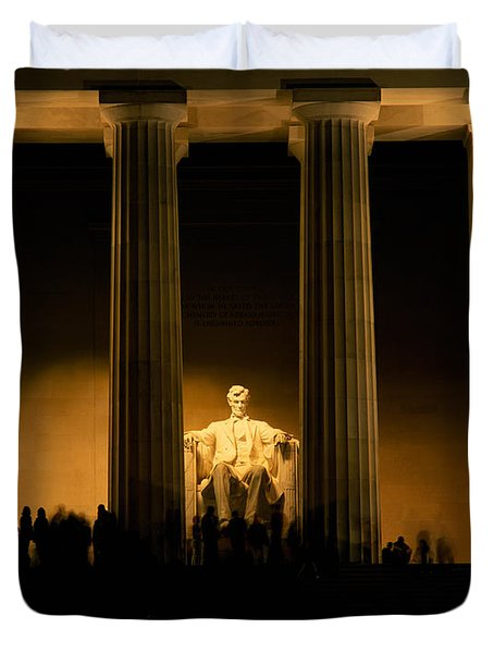 Lincoln Memorial Illuminated At Night Duvet Cover by Panoramic Images