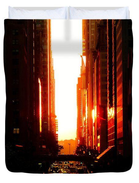 Manhattanhenge Sunset Overlooking Times Square - Nyc Duvet Cover by Vivienne Gucwa
