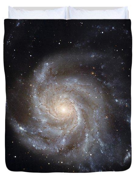 Messier 101, The Pinwheel Galaxy Duvet Cover by Stocktrek Images