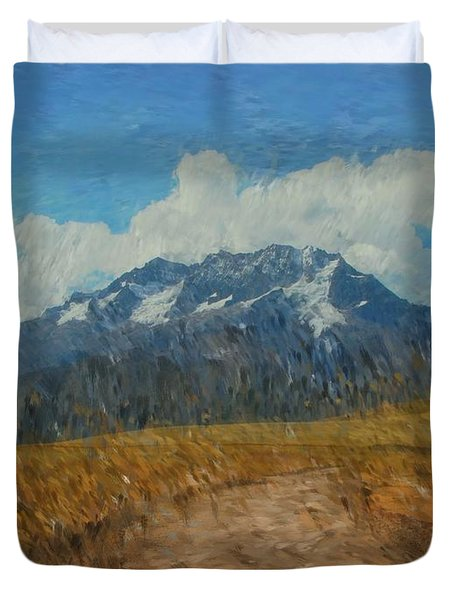 Mountains In Puru Duvet Cover by David Lane