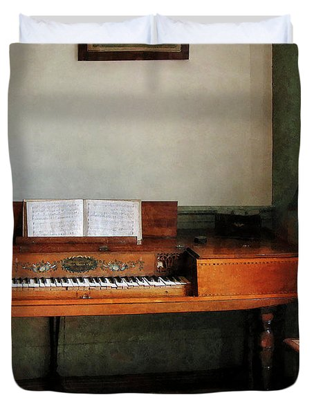 Music Room With Piano Duvet Cover by Susan Savad