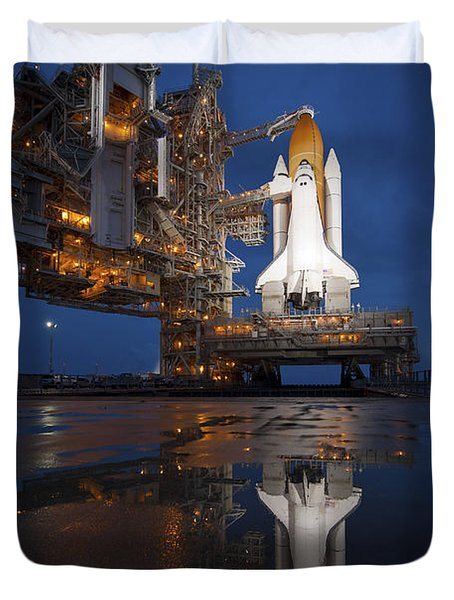 Night View Of Space Shuttle Atlantis Duvet Cover by Stocktrek Images