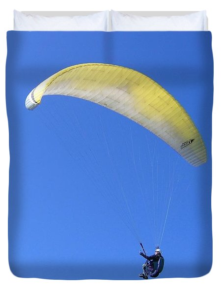 Paraglider And Seagull Duvet Cover by Will Borden