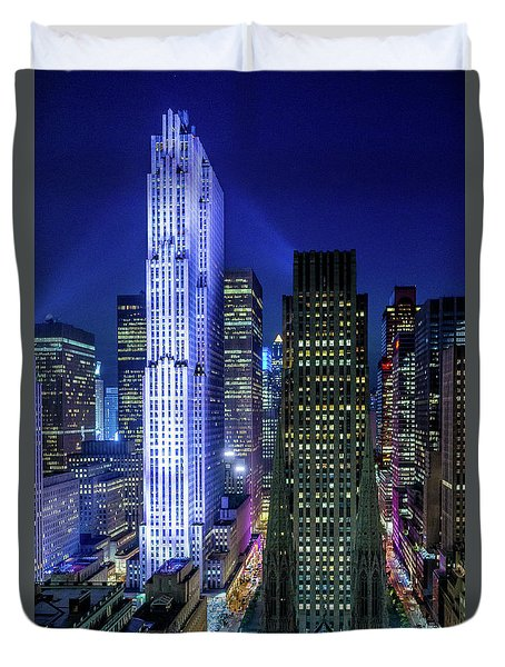 Duvet Cover featuring the photograph Rockefeller At Night by M G Whittingham