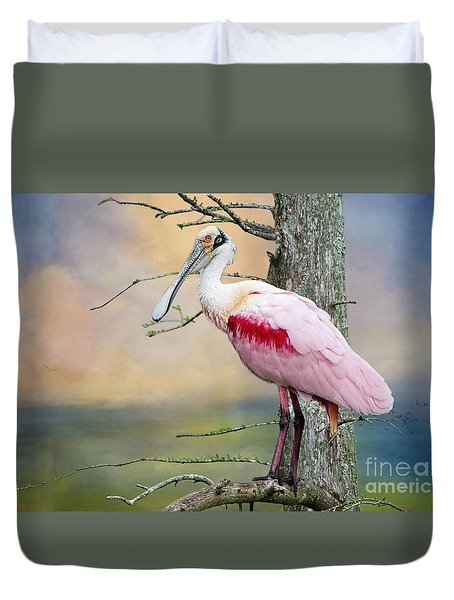 Roseate Spoonbill In Treetop Duvet Cover by Bonnie Barry
