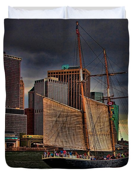 Sailing On The East River Duvet Cover by Chris Lord