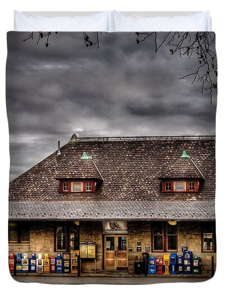 Station - Westfield Nj - The Train Station Duvet Cover by Mike Savad