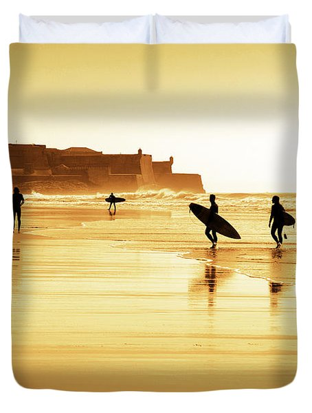 Surfers Silhouettes Duvet Cover by Carlos Caetano