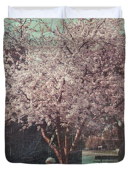 Sweet Kisses Under The Tree Duvet Cover by Laurie Search