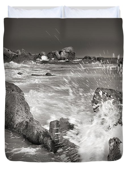 The wave Duvet Cover by Guido Montanes Castillo
