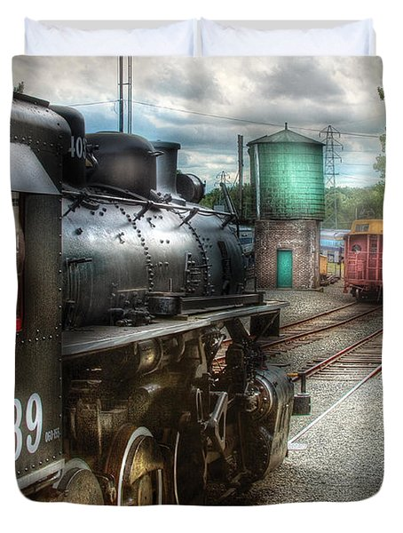 Train - Engine - 4039 - In The Train Yard  Duvet Cover by Mike Savad
