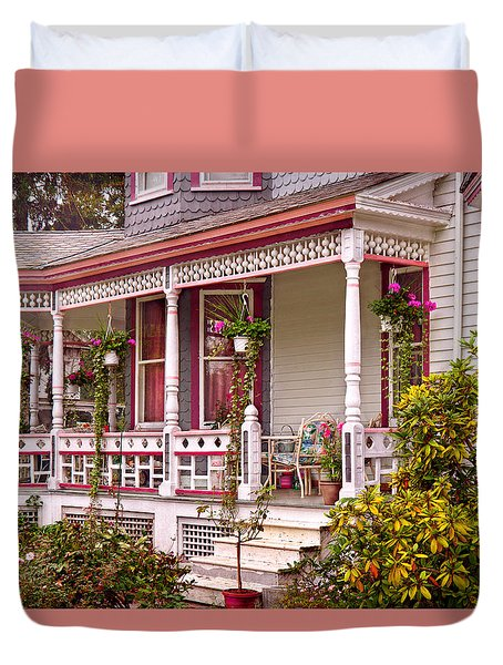 Victorian - Belvidere Nj - The Beauty Of Spring  Duvet Cover by Mike Savad
