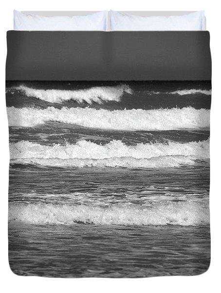 Waves 3 In Bw Duvet Cover by Susanne Van Hulst