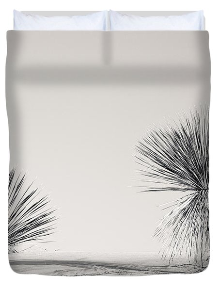 yucca in White sands Duvet Cover by Ralf Kaiser