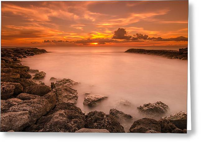 Honolulu sunset Greeting Card by Tin Lung Chao