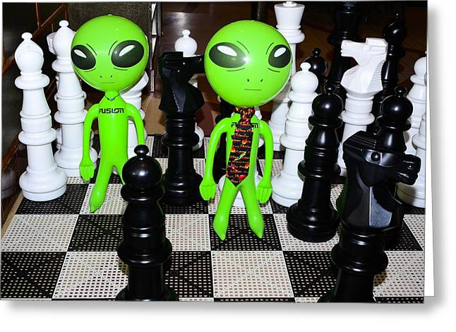 A Game Of Chess Greeting Cards - Aliens Playing Chess Greeting Card by Richard Henne