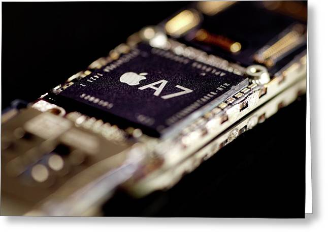 Apple A7 Microchip Greeting Card by Science Photo Library