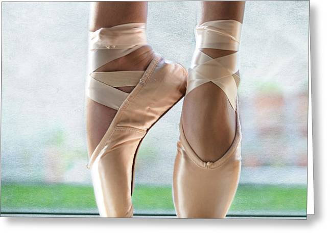 Ballet En Pointe Greeting Card by Laura Fasulo