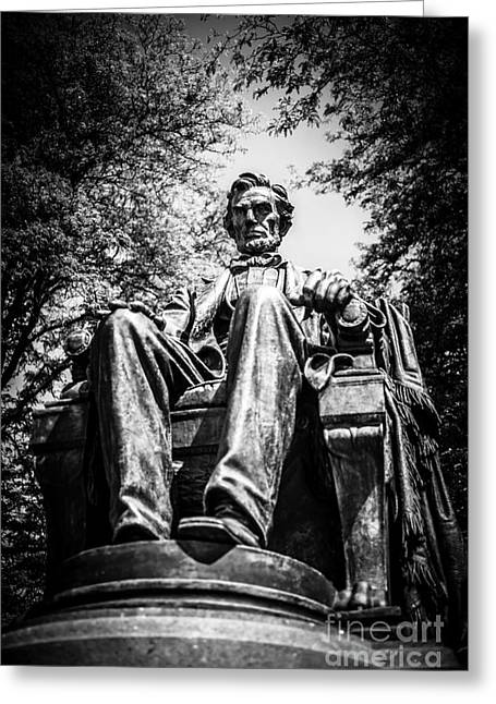 Head Of State Greeting Cards - Chicago Abraham Lincoln Sitting Statue Black and White Greeting Card by Paul Velgos