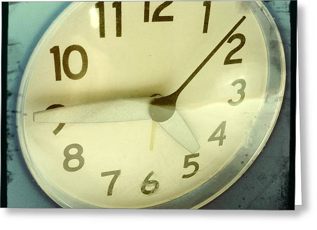 Clock Face Greeting Card by Les Cunliffe