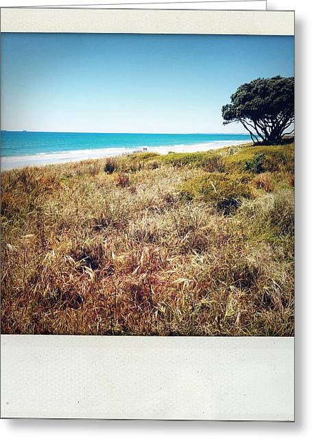 Coastline Greeting Card by Les Cunliffe