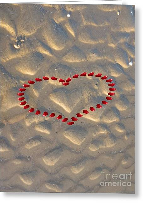 Formes Greeting Cards - Coeurs rouges et sable / Red and Sand Hearts Greeting Card by Dominique Fortier