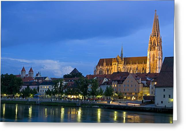Spiegelung Greeting Cards - Deutschland, Regensburg, Stadtansicht Greeting Card by Tips Images