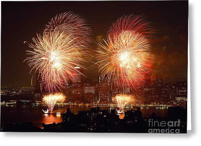 4th July Photographs Greeting Cards - Fourth Of July Fireworks At New York Greeting Card by Rafael Macia