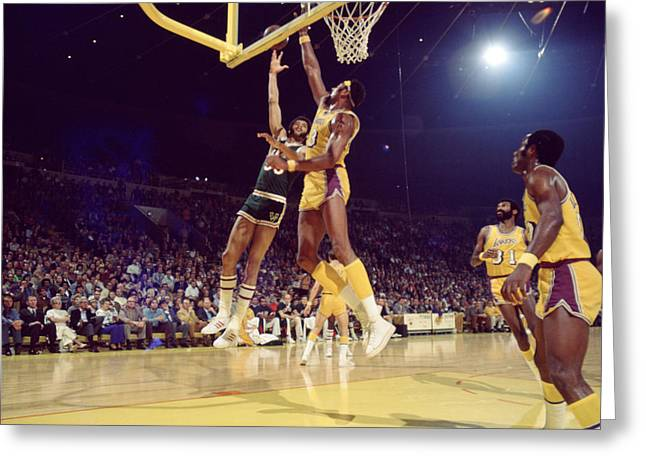Los Angeles Lakers Greeting Cards - Kareem Abdul Jabbar Hook Greeting Card by Retro Images Archive