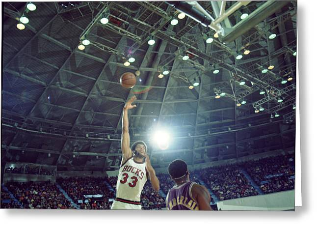 Los Angeles Lakers Greeting Cards - Kareem Abdul Jabbar Sky Hook Greeting Card by Retro Images Archive