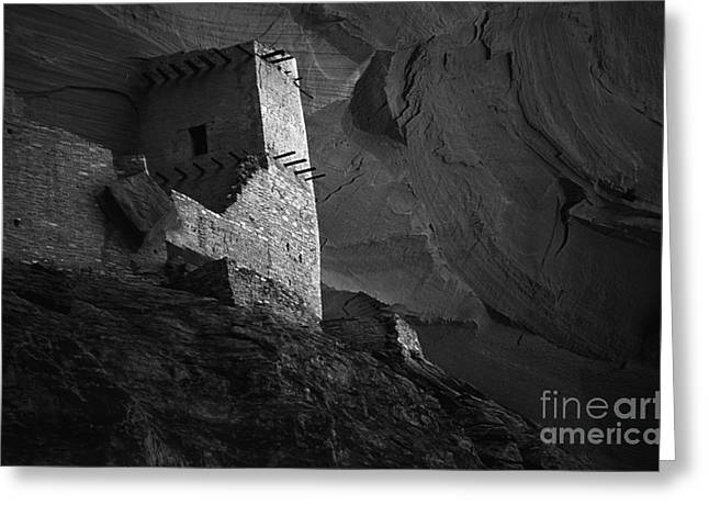 Cliffs And Houses Greeting Cards - Mummy Ruin Canyon De Chelly Arizona  Greeting Card by Bob Christopher