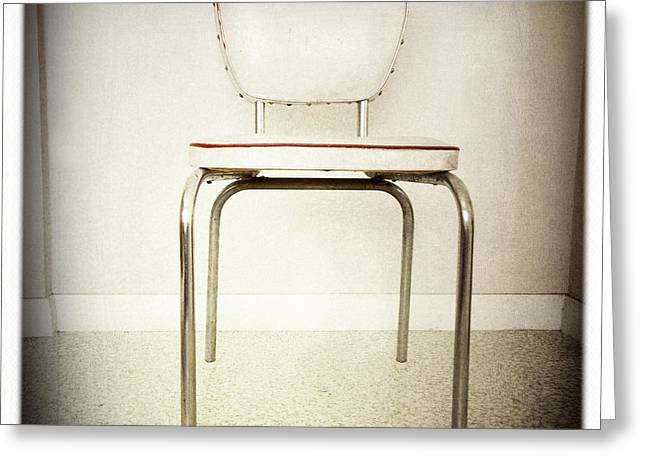 Old Chair Greeting Card by Les Cunliffe