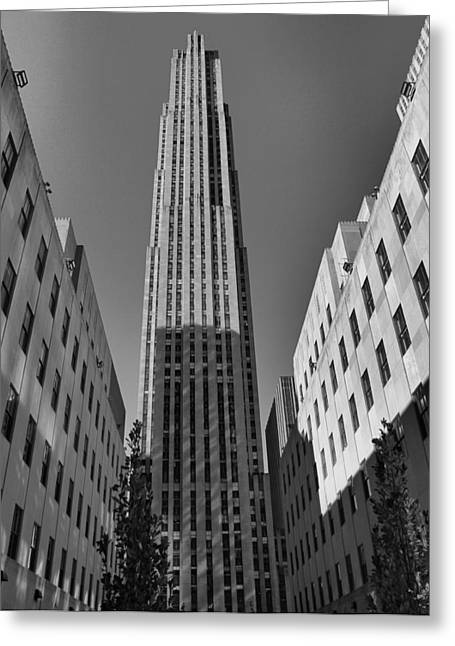 Streetlight Greeting Cards - GE Building In Black And White Greeting Card by Dan Sproul