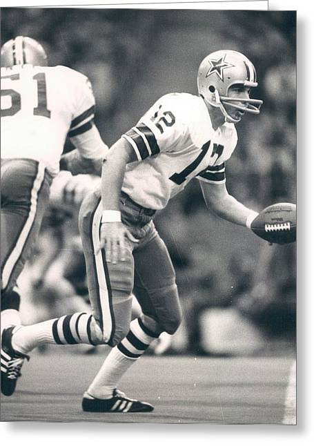 Staubach Greeting Cards - Roger Staubach passing the ball Greeting Card by Gianfranco Weiss