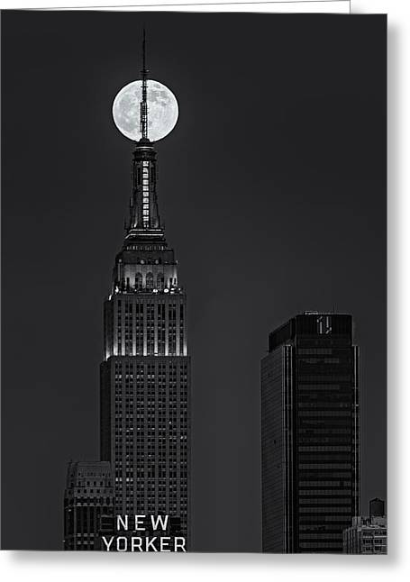 Super Moon In An Empire State Of Mind Bw Greeting Card by Susan Candelario