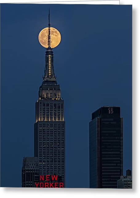 Empire State Building Greeting Cards - Super Moon In An Empire State Of Mind Greeting Card by Susan Candelario