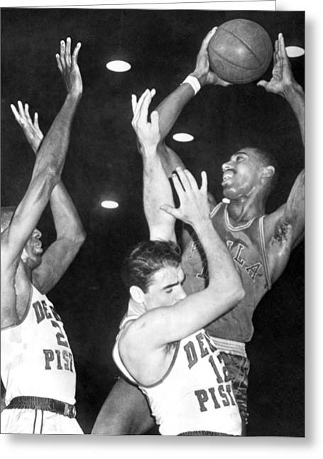 Famous Basketball Players Greeting Cards - Wilt Chamberlain Shoots Greeting Card by Underwood Archives