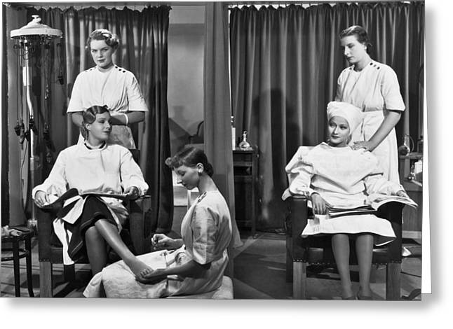 Women In A Beauty Salon Greeting Card by Underwood Archives