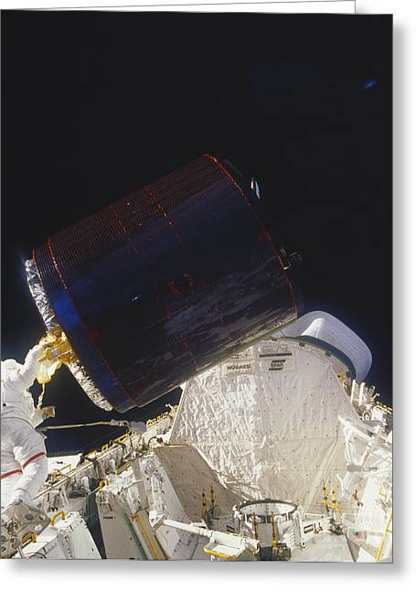 Space Shuttle Photographs Greeting Cards - Discovery Spacewalk Greeting Card by Science Source