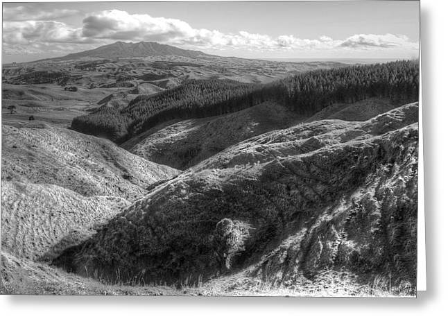 Beauty Greeting Cards - Landscape Greeting Card by Les Cunliffe