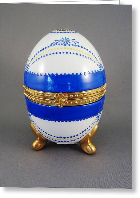 1529 Hinged Egg-box Greeting Card by Wilma Manhardt