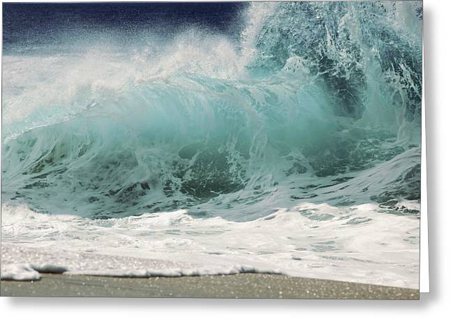 North Shore Wave Greeting Card by Vince Cavataio - Printscapes