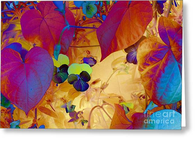 Digital Sculptures Greeting Cards - Glowing Greeting Card by Erica Hanel